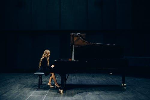 Quels sont les types de sujets abordés sur ce blog de piano ?